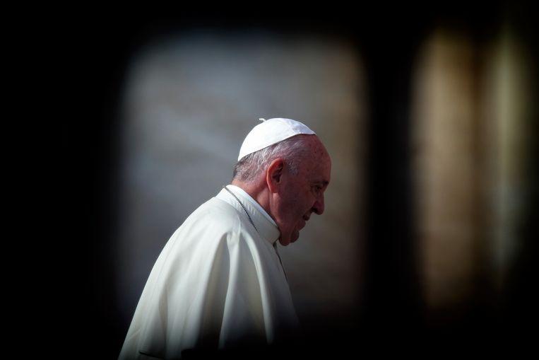 Paus Franciscus mag dan progressiever klinken, in zijn handelen wijkt hij niet veel af van zijn voorgangers.  Beeld Photo News