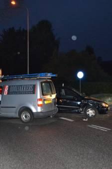 Auto's botsen frontaal tegen elkaar in Bemmel