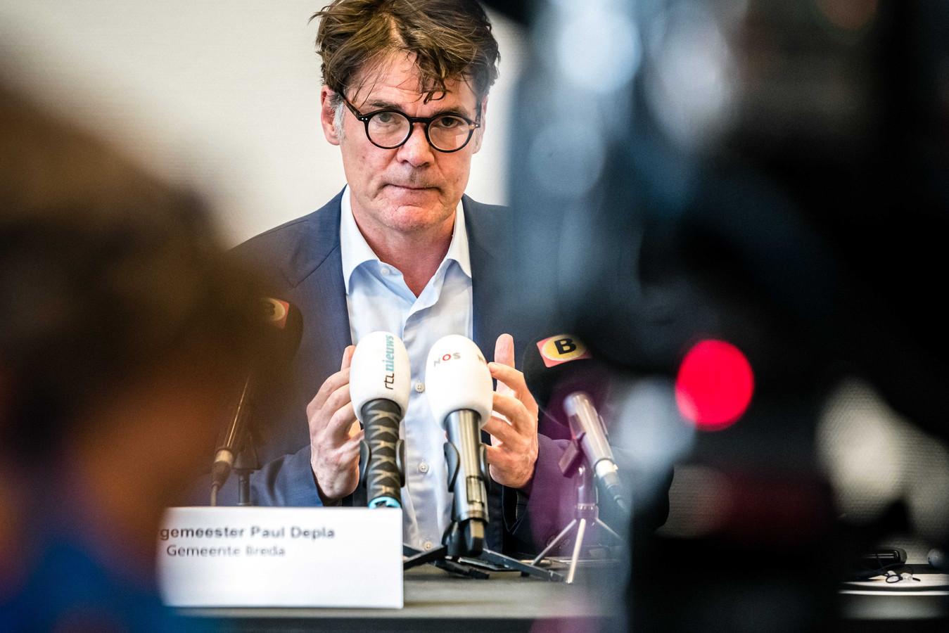 Burgemeester Paul Depla tijdens de persconferentie. De gemeente Breda geeft geen vergunning voor het evenement 538 Oranjedag dat zou plaatsvinden in de stad.