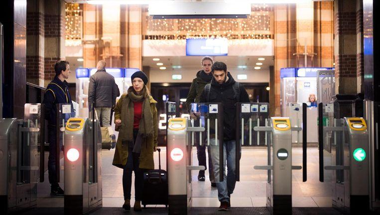 Volgens de man zou er op Centraal Station een bom ontploffen. Beeld anp
