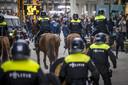 De ME greep in toen afgelopen zondag in Maastricht een groep demonstranten van Kick Out Zwarte Piet werd belaagd door relschoppers.