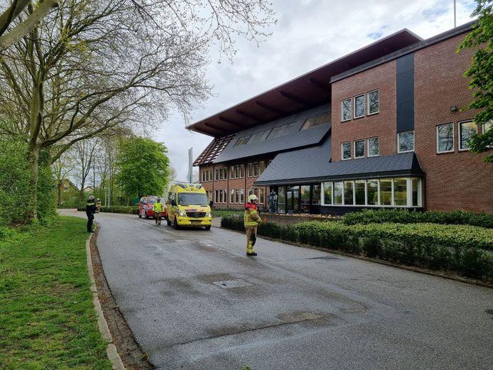 Een gewonde man is dinsdagmiddag gered van een dak in Dinxperlo