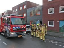 Veel rook uit raam van slaapkamer bij brand aan Kokkelsingel in Leidschenveen