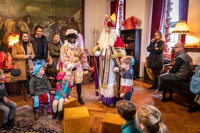 Dit jaar is het Kasteel van Sinterklaas in Helmond kleiner van opzet en Zwarte Piet verschiet van kleur.
