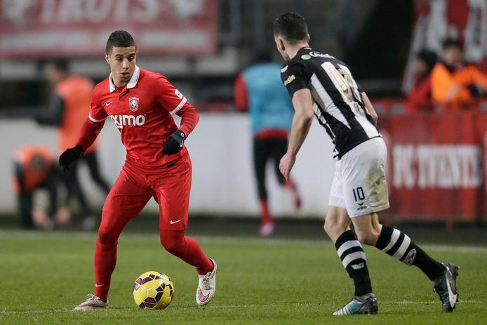 Bilal Ould-Chikh namens FC Twente tegen Heracles Almelo.