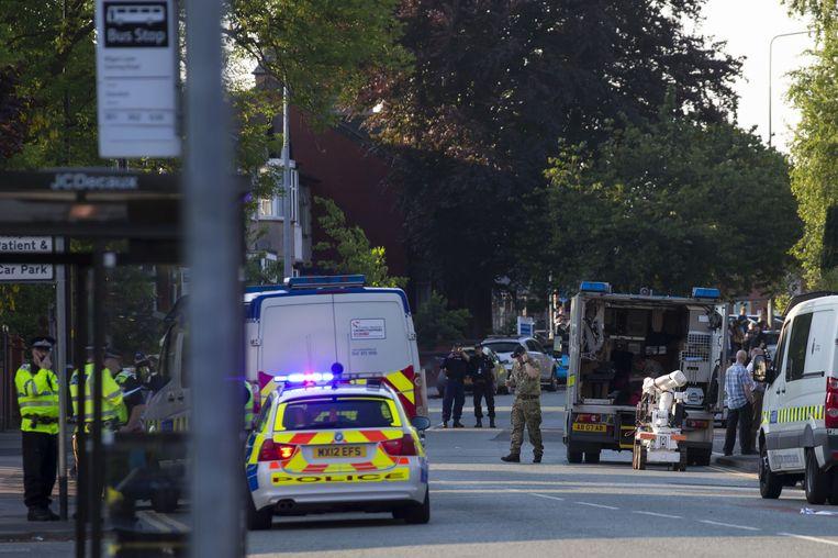 Het leger zet een robot in om mogelijke explosieven onschadelijk te maken. Beeld afp