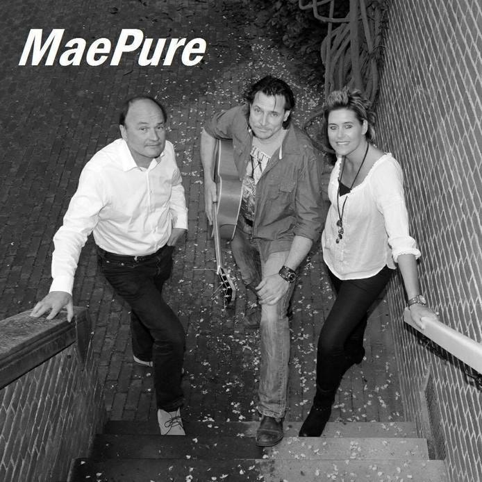 De band Maepure uit Olst