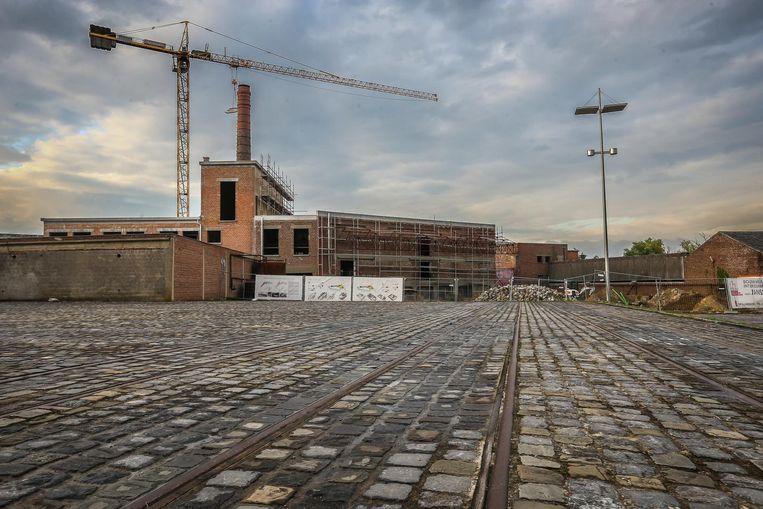 De renovatie en herinrichting van de stroopfabriek werd 'on hold' gezet uit angst voor nog meer schulden. Na een grote subsidie werden de werken hervat.