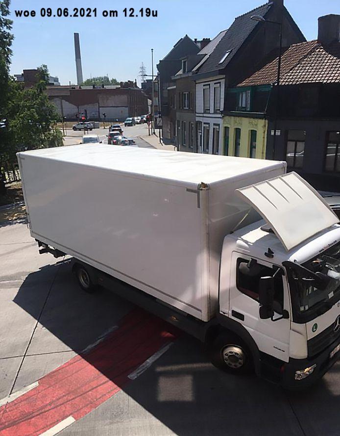 'Samen voor een Verkeersveilig Aalst' kon deze vrachtwagens betrappen.