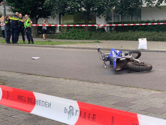 Vrouw zwaargewond bij aanrijding met crossmotor in Den Bosch