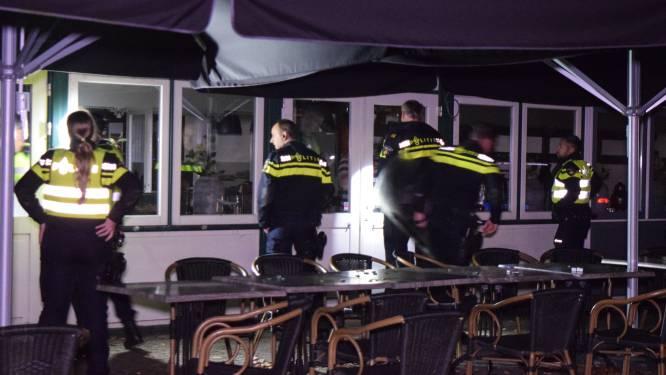 Agenten treden café in Doetinchem binnen: drie arrestaties na geweldsincident