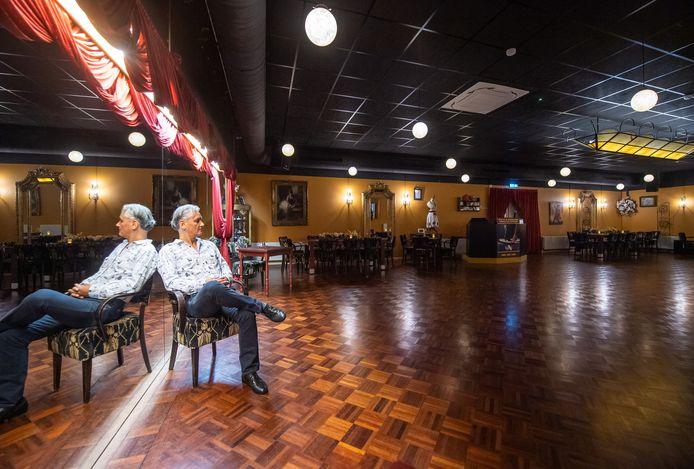 """Dansscholen weten nog steeds niet waar ze aan toe zijn. Ze mogen binnen geen les geven. Dansschoolhouder Ruud Goetjaer uit Etten-Leur: ,,Het is eigenlijk van de gekke."""""""