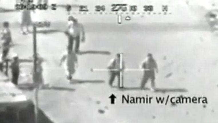 Reuters-fotograaf Namir Noor-Eldeen wordt in het vizier genomen en koudweg doodgeschoten.