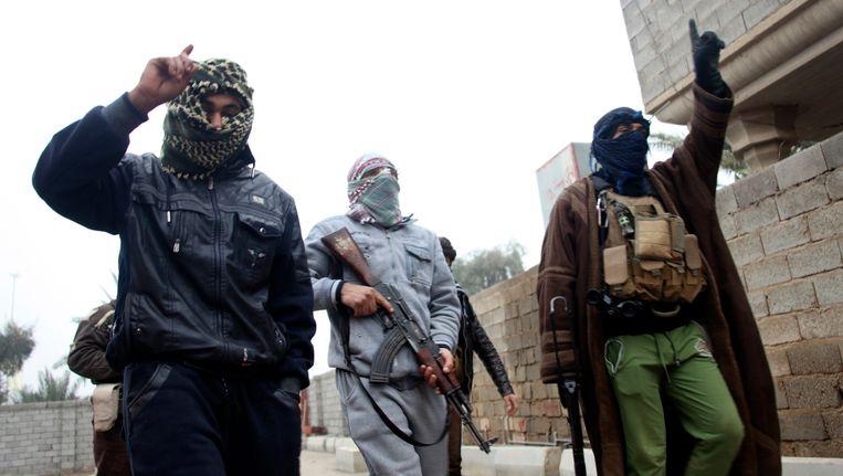 Gewapende mannen in Falluja. Beeld REUTERS