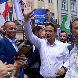 De hoop van liberaal Polen maakt serieus kans president te worden: wie is hij?