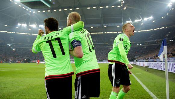 Younes en Klaassen vieren de beslissende 3-1 van Viergever.