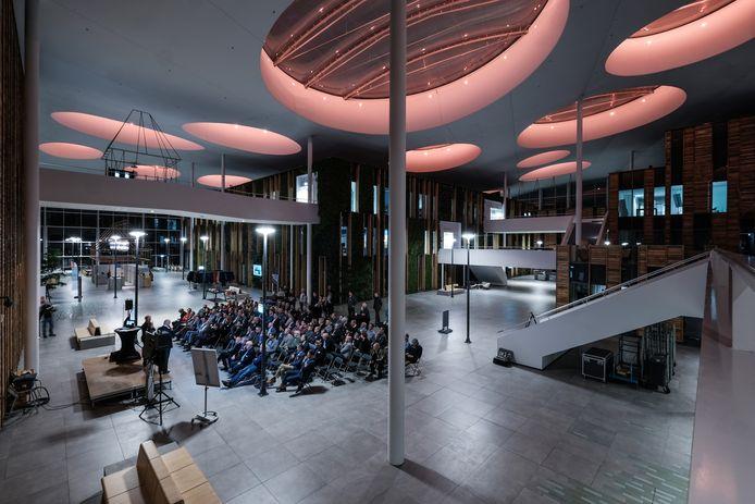 """De bijeenkomst van MKB Duiven in januari 2019 in het Liander-gebouw. ,,Dit keer gaat het heel anders"""", aldus MKB-voorzitter Theo de Reus."""