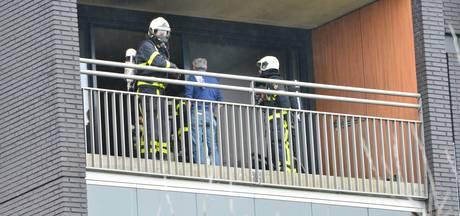 Brand in flat Breda: twee volwassenen en baby naar ziekenhuis