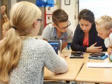 Speleon Uden voorloper met tablets in de klas