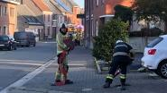 Brandweer spoelt rioleringen na geurhinder door mazoutlozing of -lek