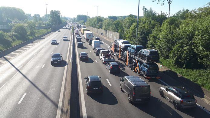De E40 richting Brussel is volledig versperd.