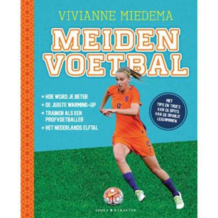Vivianne Miedema en Joke Reijnders - Meidenvoetbal. Karakter; 128 pagina's; euro 14,99. Beeld
