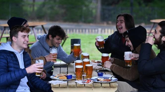 'Vrijheidsdag' in Engeland en Wales: terrassen van pubs heropenen, al voor middernacht rijen bij pubs