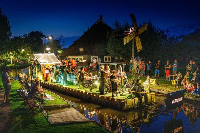 De Polderclub heeft met hun gondel in het thema  'Ironpunk' de 74e editie van de Gondelvaart Dwarsgracht gewonnen.