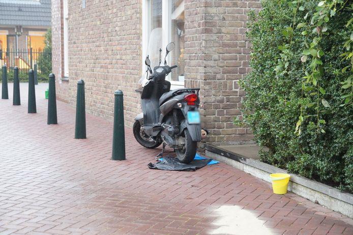 Scooterrijdster gewond bij ongeluk in Drunen.