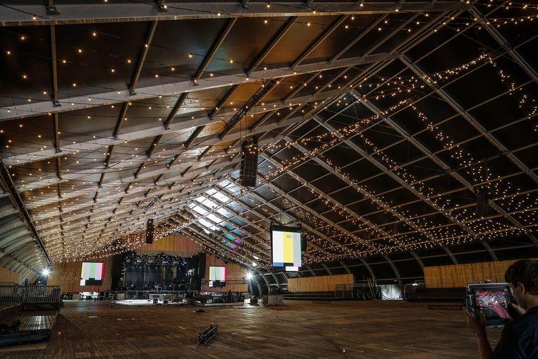 De nieuwe Barn ziet er met honderden lampjes alvast veelbelovend uit. Beeld PHOTO_NEWS
