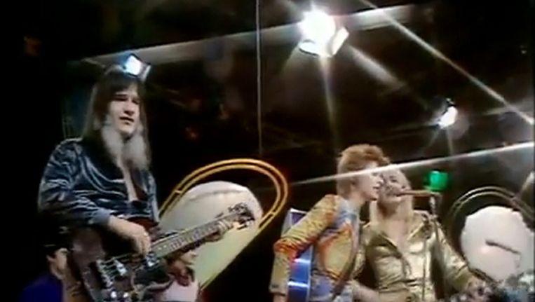 Trevor Bolder, links. Naast hem David Bowie en Mick Ronson (overleden in 1993) Beeld YouTube