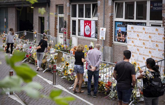 De plek in Amsterdam waar Peter R. de Vries vorige week werd neergeschoten.