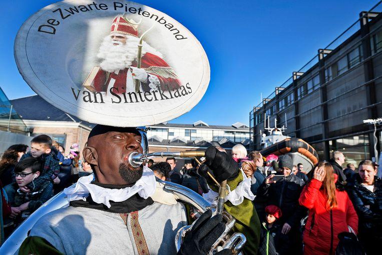 De intocht in Den Helder. Beeld Guus Dubbelman / de Volkskrant