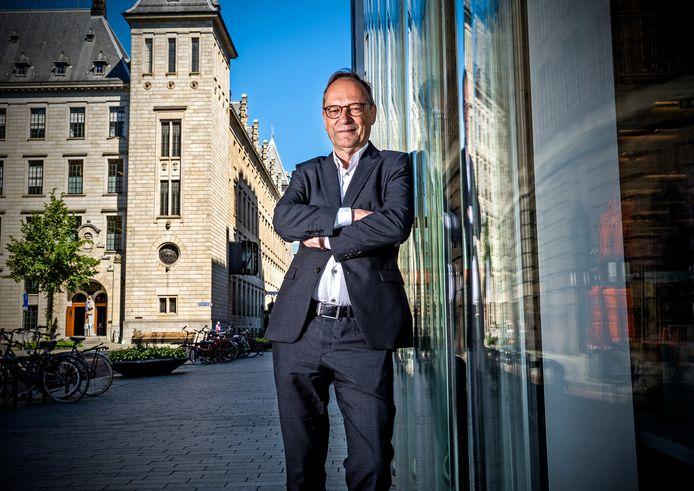 Paul Hofstra, directeur van de Rekenkamer Rotterdam, stopt ermee. ,,Met Aboutaleb gingen de koppen tegen elkaar.''