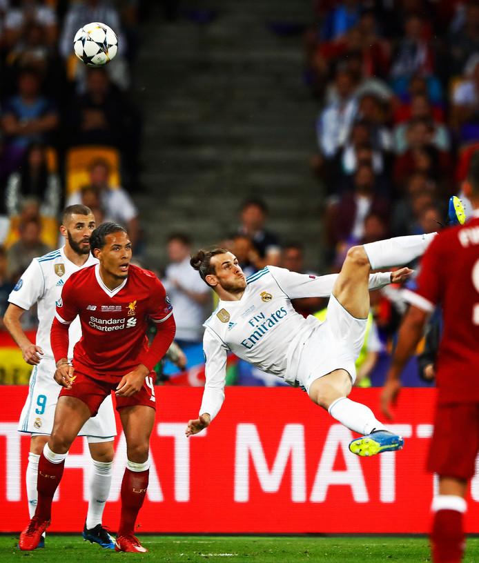 Gareth Bale scoort op fraaie wijze de 2-1.
