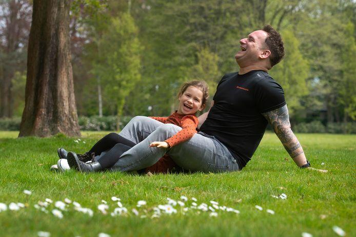 Rob Martens en dochter Mila.