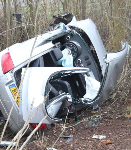 Drie zwaargewonden bij ongeval op N332; weg tussen Holten en Laren weer vrijgegeven