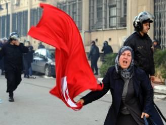 Tunesiërs vragen hulp van leger