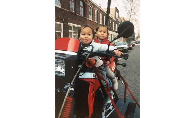Adriaan (achter op de motor) en Femius Brugman Beeld