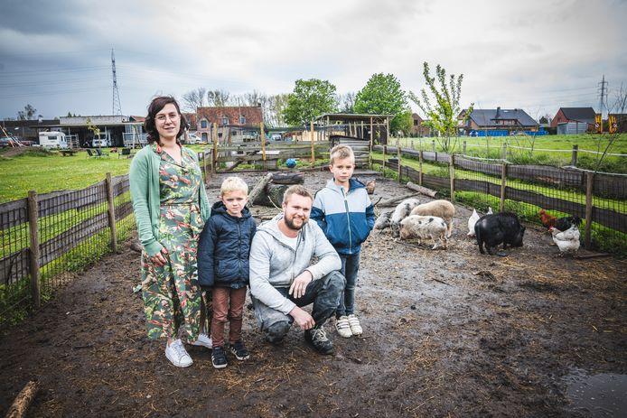 Lien Bogaert en haar man Jori Laureys vrezen dat hun kinderboerderij moet verdwijnen.