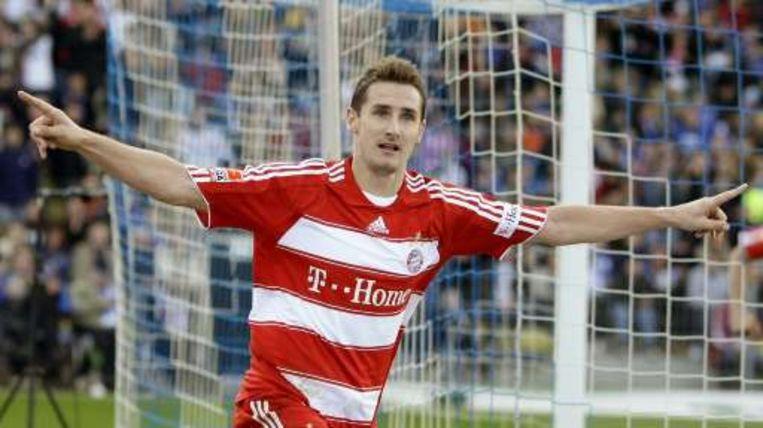 Miroslav Klose schoot Bayern net voor affluiten naar drie gouden punten. Beeld UNKNOWN