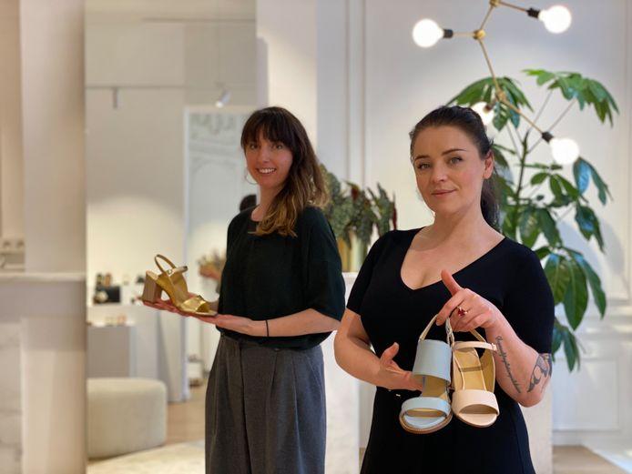Links ontwerpster Nele Content, rechts winkelverantwoordelijke Fia De Craecker.