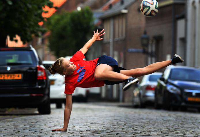 Laura Dekker traint dagelijks op straat in Buren.