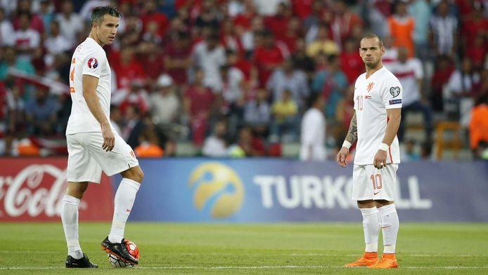 De spelers van het Nederlands elftal liggen in eigen land onder vuur