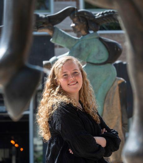 Joëlle (18) wint Onderwijsprijs met haar profielwerkstuk: 'Een ontzettend mooi compliment'