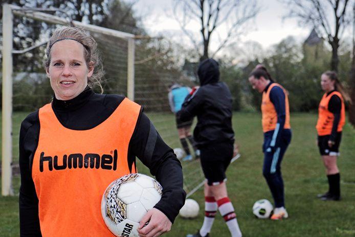 PVH Geffen Angela van Rooij speelt in Dames 1 van Nooit Gedacht BD SPORT foto: Peter van Huijkelom