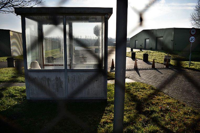 Het Defensieterrein in Eygelshoven, waar medewerkers werden blootgesteld aan chroom-6. Beeld Marcel van den Bergh/de Volkskrant