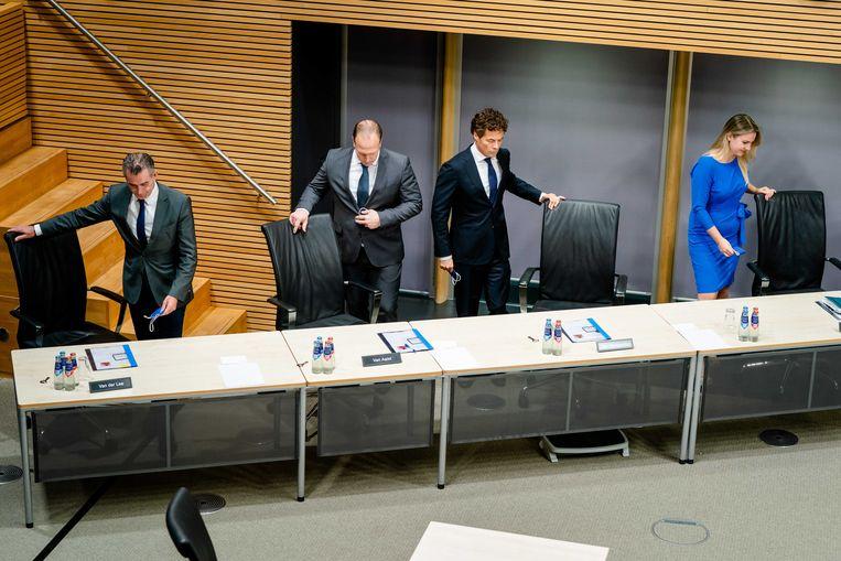 Commissieleden Tom van der Lee (GroenLinks), Roy van Aalst (PVV), Jeroen van Wijgaarden (VVD) en Femke Merel van Kooten Arissen, tijdens de tweede dag van de hoorzittingen van de tijdelijke commissie die onderzoek doet naar problemen rond de fraudeaanpak bij de kinderopvangtoeslag. Beeld ANP