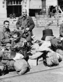 In juni 1945 wachten overlevenden uit concentratiekamp Buchenwald in Arnhem op verdere repatriëring.