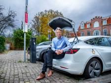 Dit is de man die 300 slimme laadpalen voor elektrische auto's in Utrecht plaatst